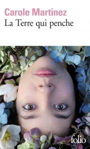 couverture de La terre qui penche de Carole Martinez
