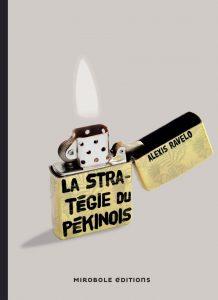 Couverture de La stratégie du pékinois d'Alexis Ravelo